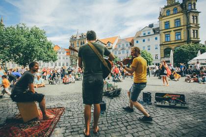 Straßenmusik in und um Deutschland: Wie du erfolgreich bist und Geld verdienst