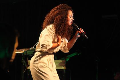 Leidenschaftlich - Mit Soul: Fotos von Joy Denalane live im Heidelberger Karlstorbahnhof