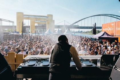 Party am Hafen - Strahlend: Impressionen vom Hafenfestival 2017 in Mannheim