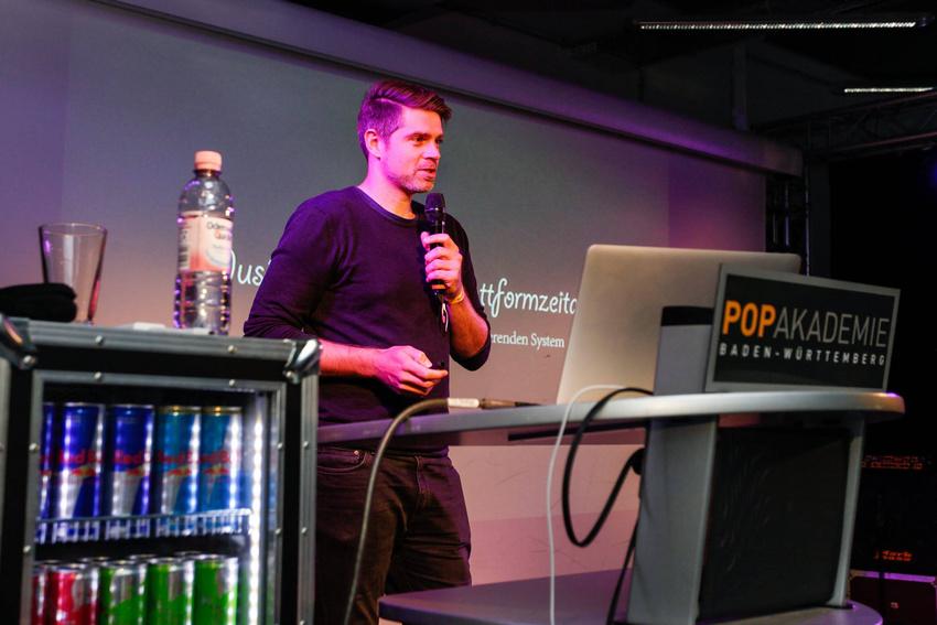 Ryan Rauscher von Sony bei seiner Keynote im Rahmen des Future Music Camp 2017 - nur eins der vielen Projekte der Popakademie