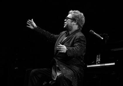 Auf dem Weg der Besserung - Elton John: Konzerte in Deutschland und Österreich sollen trotz Krankheit stattfinden