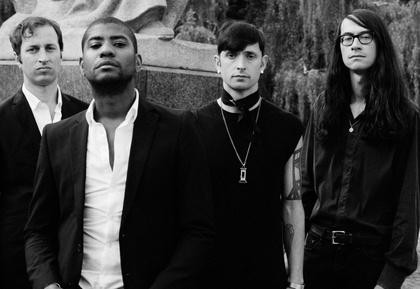 Die Welt ist ein Dorf - Algiers spielen Solokonzerte und sind Opener von Depeche Mode im Juni 2017