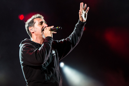 "System of Thrones - Serj Tankian singt ""Game of Thrones""-Song"
