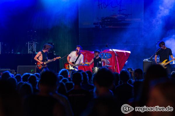 Bebende Bühne - Fotos von Blackout Problems als Vorgruppe von Sum 41 live in Mannheim