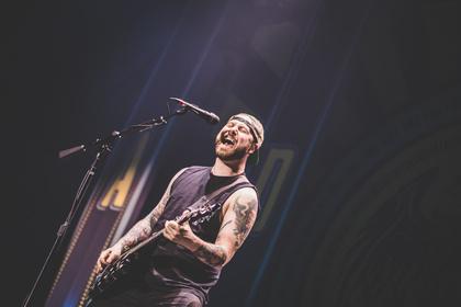 Easycore vom Feinsten - Fotos von A Day To Remember als Vorgruppe von Blink-182 live in der Festhalle Frankfurt