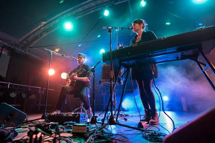 Sanfte Töne - Stimmungsvoll: Rue Royale live beim Maifeld Derby 2017