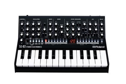 Roland präsentiert den SE-02 Analog Synthesizer und die FA-07 Music Workstation