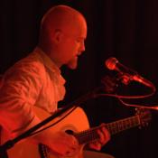 Gitarrist sucht Mitmusiker (Sänger/in)
