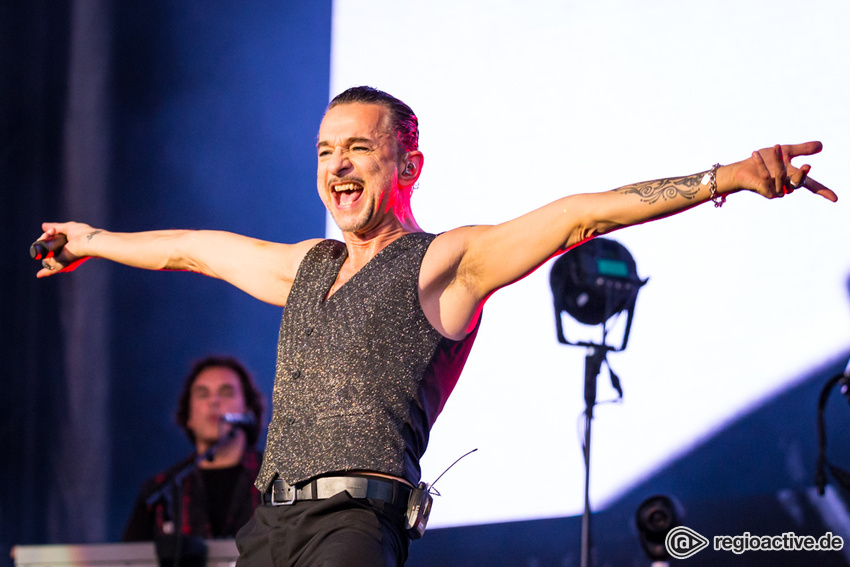 Depeche Mode Im November 2017 Zu Gast In Der Hanns Martin Schleyer Halle In Stuttgart Preview