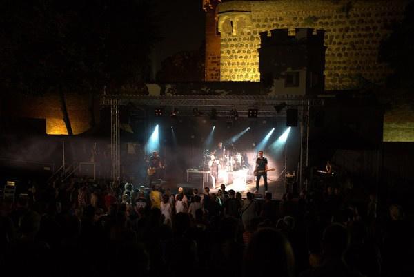Rock-Feuerwerk - Das Zons rockt Festival findet am 1. & 2. September 2017 in Dormagen-Zons statt