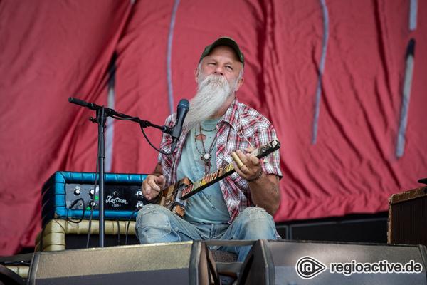 Gandalf mit Gitarre - Seasick Steve: Live-Fotos des Bluesmusikers beim Southside Festival 2017