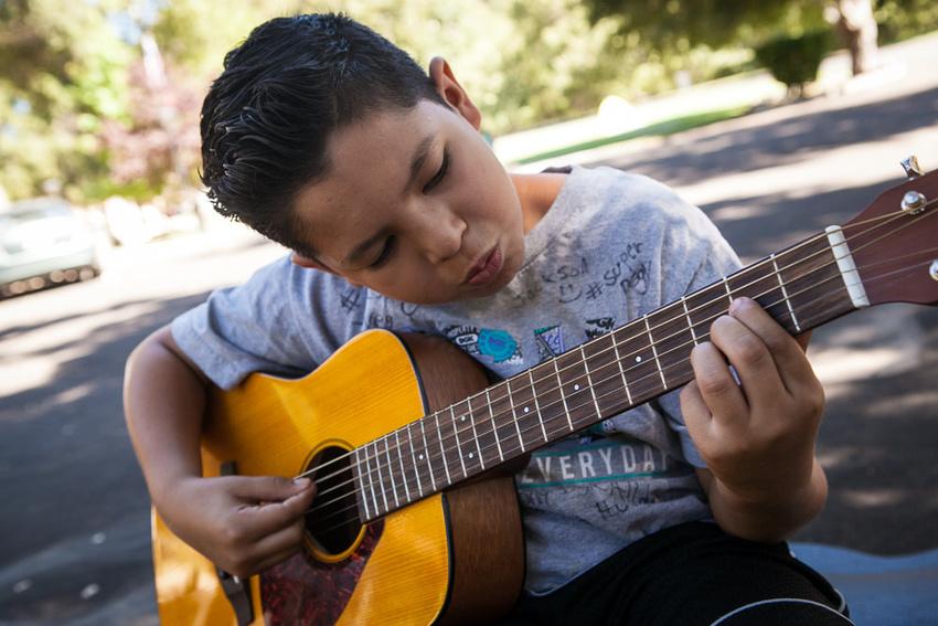 Nachbarn klagen wegen Ruhestörung durch musizierende Kinder, aber das Gericht weist die Klage ab