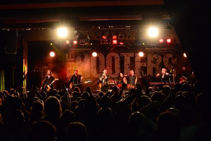 Voll gepackt - Spielfreudig: Fotos von The Hooters live im Substage in Karlsruhe