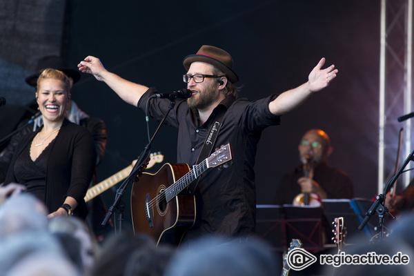 Gitarren-Guru - Gut aufgelegt: Live-Fotos von Gregor Meyle beim Burgsommer Neuleiningen