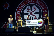 Flogging Molly: Live-Bilder der Punkband beim Happiness Festival 2017