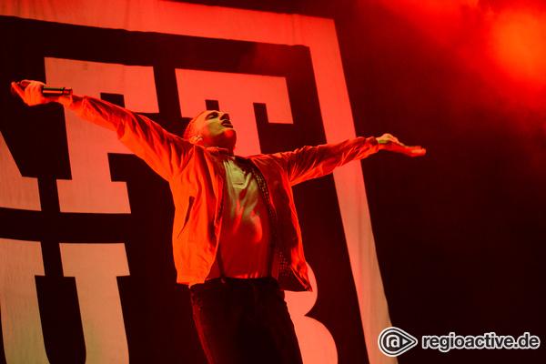Nichts geht ohne K - In Rot: Live-Bilder von Kraftklub beim Happiness Festival 2017