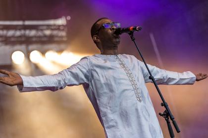 Pop aus Senegal - Kulturreise: Live-Bilder von Youssou N'Dour im Rebstockpark in Frankfurt
