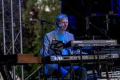 Umjubelt: Live-Fotos von Rainhard Fendrich im Schwimmbad Elz