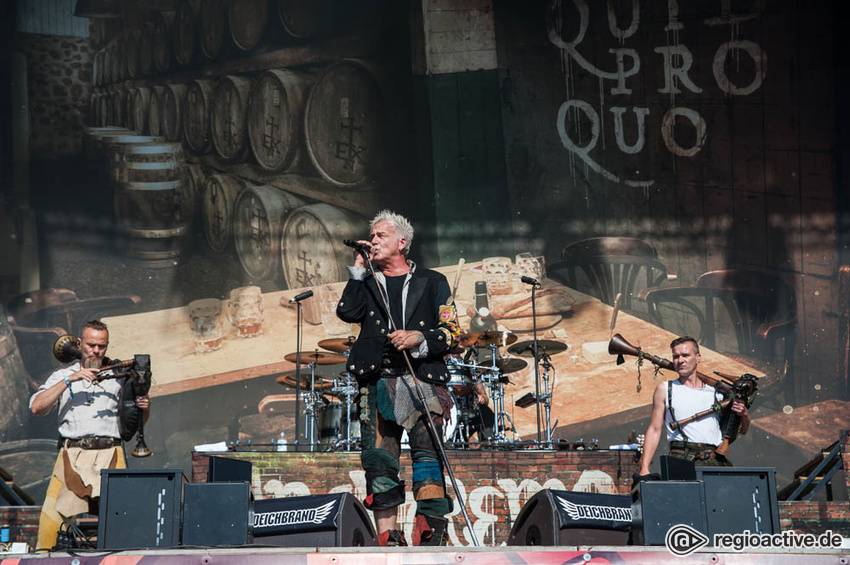 In Extremo (live beim Deichbrand Festival 2017)