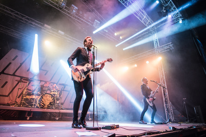 Sehr seriös - Elegant: Live-Fotos von Royal Republic auf dem Traffic Jam Open Air 2017