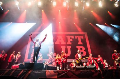Alles in einem - Kraftklub: Fotos der Chemnitzer Rocker live beim Deichbrand Festival 2017
