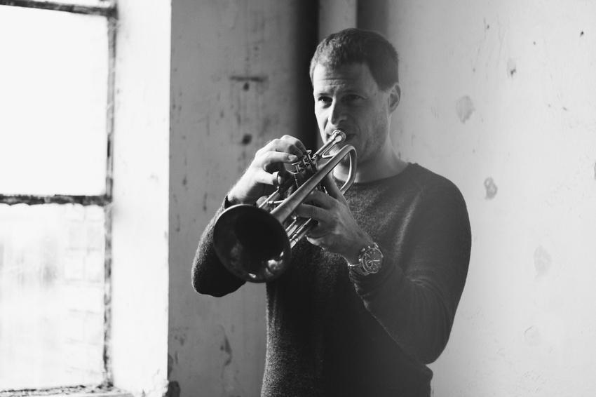 Universell - Space Jazz Nights im Planetarium Mannheim mit dem Thomas Siffling Groove Quartet