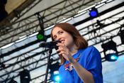 Poppig: Live-Bilder von Alice Merton beim Trebur Open Air 2017