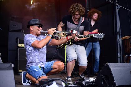 Mit Energie - The Jukes: Bilder der Rockband live beim Trebur Open Air 2017