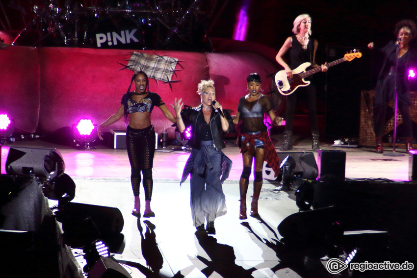 P!NK (live in Berlin, 2017)
