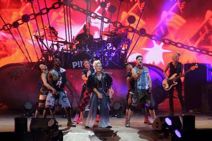 Kraftvoll und dynamisch - P!NK bietet in Stuttgart ein sehenswertes Mega-Spektakel