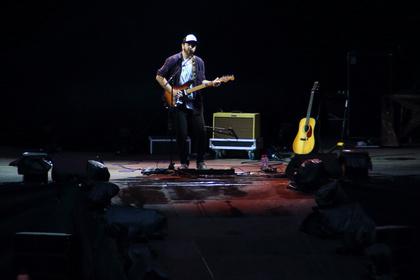 Es geht auch ohne Band - Live-Fotos von James Gillespie als Support von P!nk in Berlin