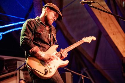 Hit it - Henrik Freischlader: Mit neuer Big Band auf Tour