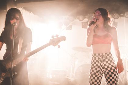 Dicker Support mit harter Verzerrung - Live-Bilder von Skating Polly als Opener von Kate Nash live in Frankfurt