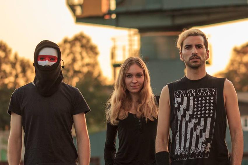 Backstage PRO präsentiert Eve Of Alana und EXRCM im Soundcheck-Magazin