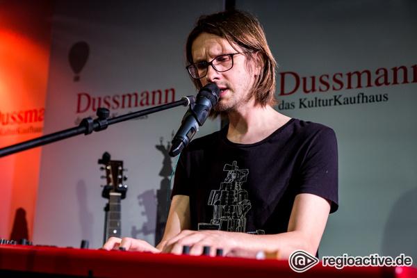 Hautnah - Fotos von Steven Wilson live im Kulturkaufhaus Dussmann in Berlin