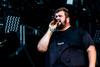 Deliziöser Punk-Rock - Nackte Oberkörper live bei Feine Sahne Fischfilet-Tour 2018