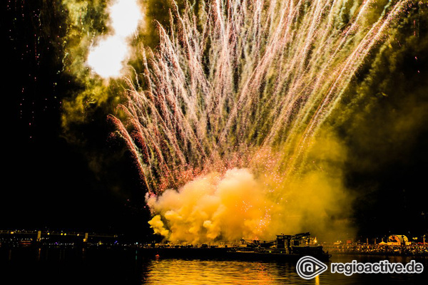 Leuchtsignale - Lichterspektakel am Main: Fotos vom großen Feuerwerk beim Museumsuferfest in Frankfurt 2017