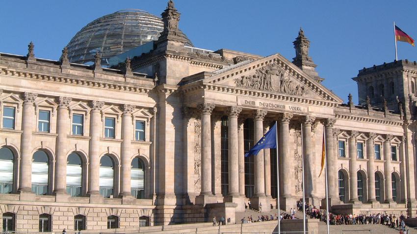 Bundestag verabschiedet Gutscheinlösung, lehnt Kulturförderungsanträge ab