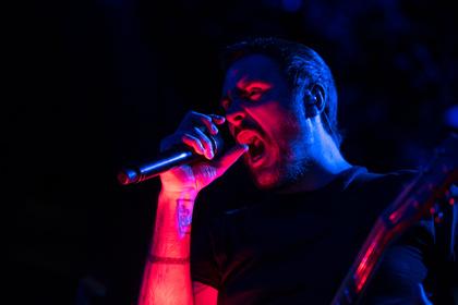 Limbo unter der Messlatte - Breaking Benjamin spielen in Frankfurt ein sehr durchwachsenes Konzert