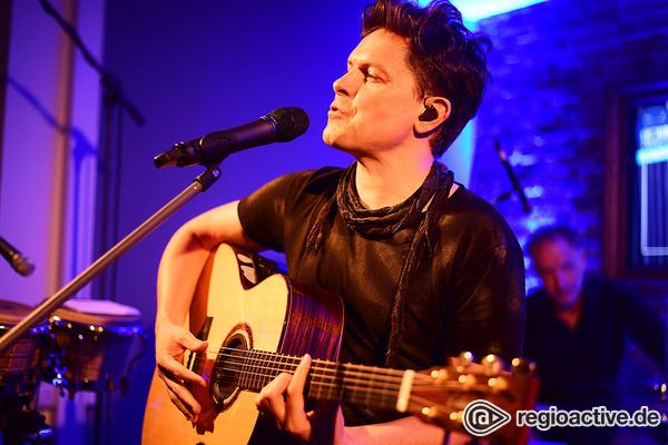 Wohnzimmeratmosphäre - On Stage: Bilder von Michael Patrick Kelly live in Ludwigshafen