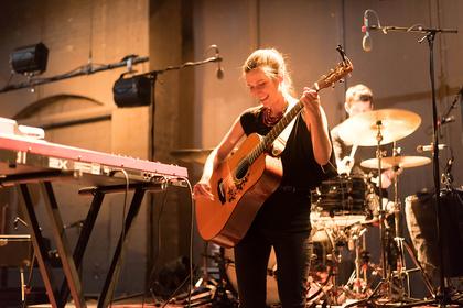 Sonnenschein - Alin Coen Band: Live-Bilder der deutschen Folk-Pop-Band im Tollhaus in Karlsruhe