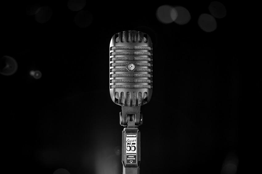 Das Shure Pitch Black Edition Super 55-BLK Deluxe Gesangsmikrofon