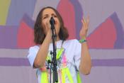 Lieblich: Bilder von Alice Merton live beim Lollapalooza 2017
