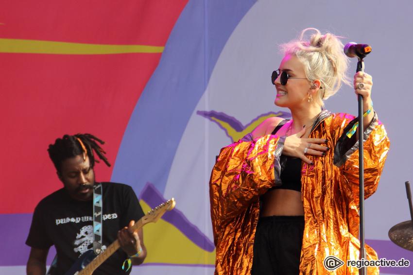 Anne-Marie live beim Lollapalooza