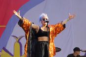 Partylady: Fotos von Anne-Marie live beim Lollapalooza 2017