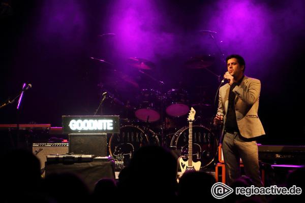 Charmant gekleidet - Mister Goodnite: Live-Bilder des Support-Acts der Sparks in Berlin am 12.9.2017