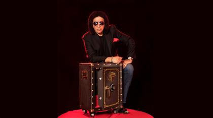 Zum Sparpreis - Sonderangebot: Gene Simmons überreicht Privatschätze auf der Vault World Tour 2018