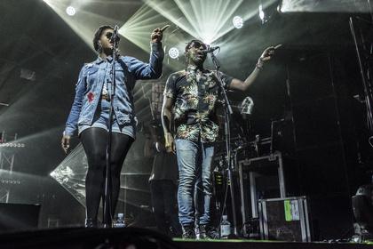 Besser Arms dran... - Welshly Arms: Fotos der souligen Rocker live beim Reeperbahn Festival 2017