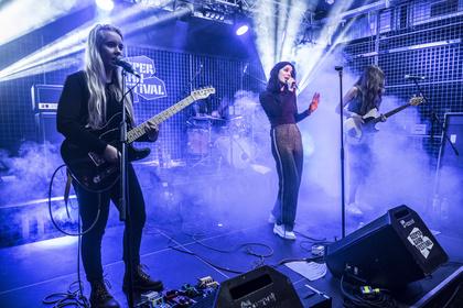 Ein Ass im Ärmel - Live-Bilder von The Aces auf dem Reeperbahn Festival 2017