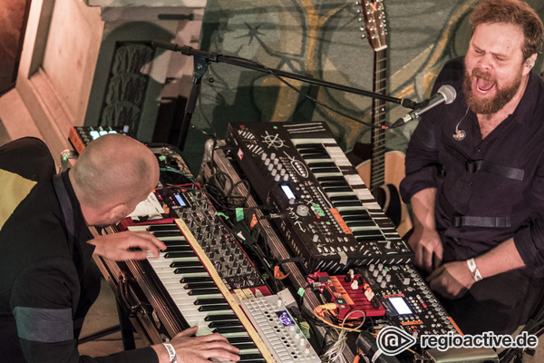 Zu zweit allein - Bilder von Loney Dear live beim Reeperbahn Festival 2017